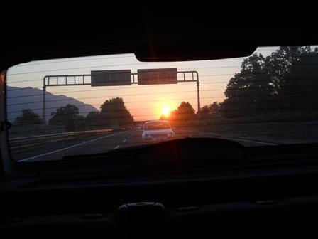tramonto sulla strada verso casa